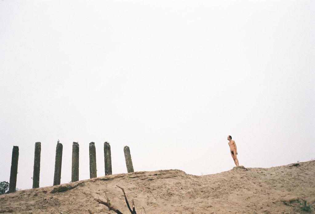 To feel the air | naked beach Hanoi
